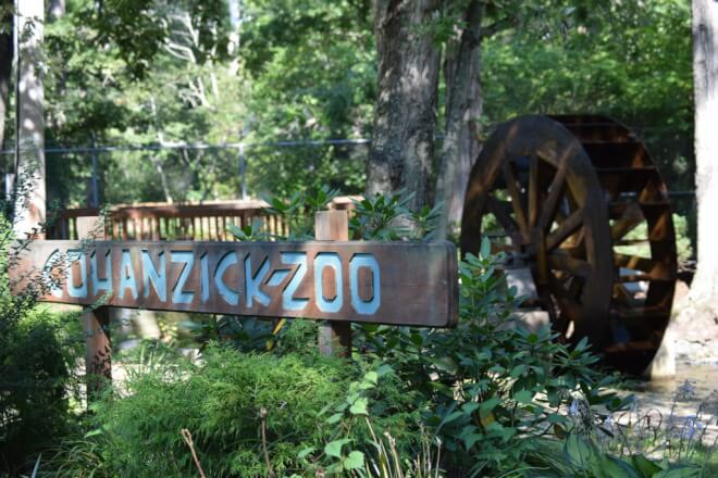 The sign at the entrance to the cohanizick zoo