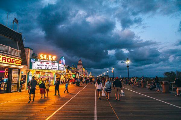 a photo of the boardwalks in nj at night, showcasing the lights and nightlife at the ocean city nj boardwalk.