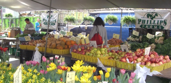 a photo of the fresh produce packed farm stand at phillips farm in NJ